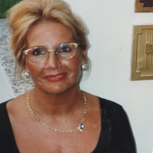 Dolores Gran, mecenas y fuente inspiradora de la Fundación Enrique Gran. XXVII Exposición Homenaje a Artistas Montañeses. Cabezón de la Sal, Cantabria. 1999.