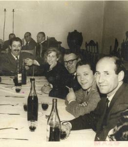 Cena con el galerista Manuel Arce y amigos. 1960