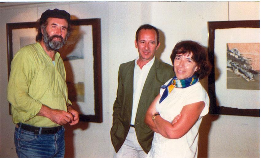 Enrique Gran con los pintores Amalia Avia y Lucio Muñoz. Amigos y compañeros.