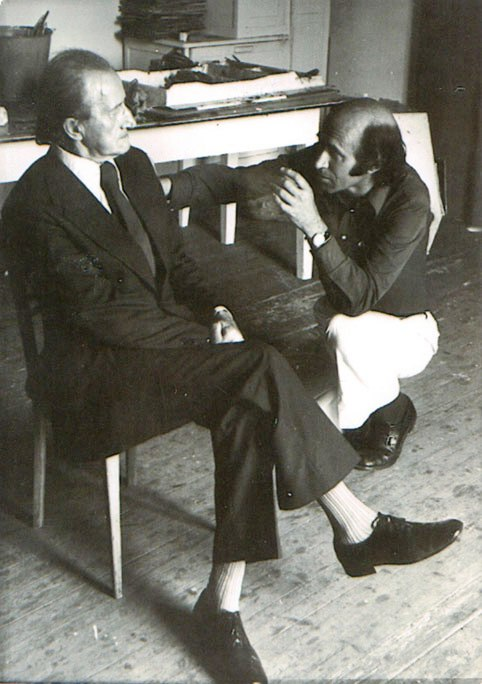 Preparando el retrato de Pío Muriedas.