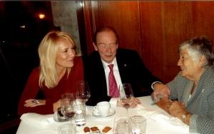 José Manuel Blecua, Aurora Bobadilla y Begoña Merino. Cena entre amigos. Conferencias en el Ateneo de Santander, dentro del Año Gran. Santander, 2009
