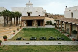 Universo Gran. Magna Muestra dentro de la programación de El Año Gran, patrocinada por el Ayuntamiento de Cádiz y la Fundación Enrique Gran. Exteriores Castillo de Santa Catalina. Cádiz, 2009