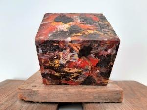 Composición S/T. Óleo sobre cubo de madera. Colección particular.